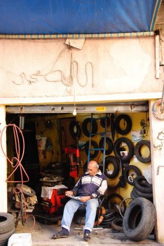 """car repair shop with """"Allah"""" lettering"""